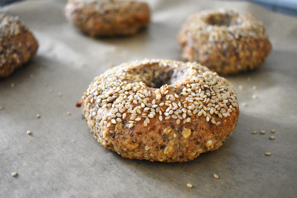 Bagels mit Sesam, glutenfrei