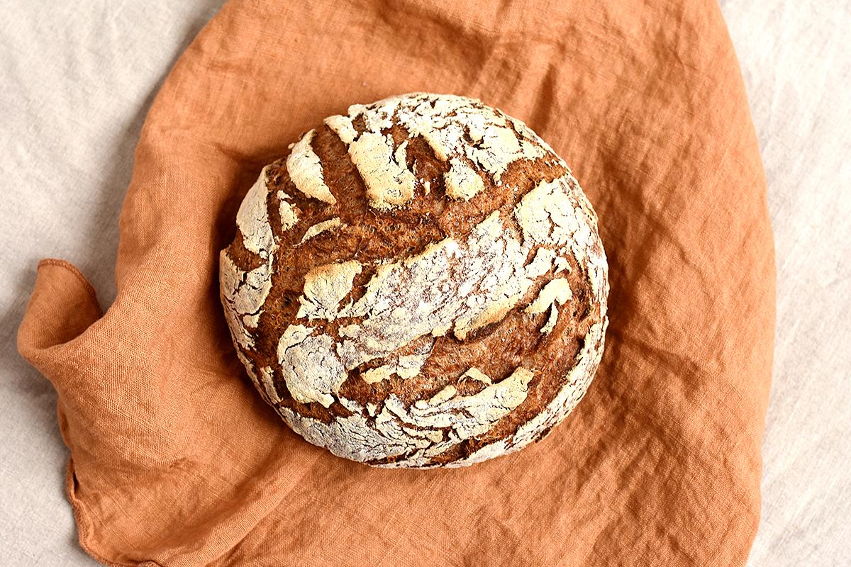 Glutenfreies Sauerteigbrot aus dem Ofen
